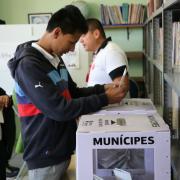 Jóvenes de la región Lagunas votan Presupuesto Participativo.