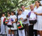 Llevan mochilas con útiles y Bienevales a estudiantes de la región 9