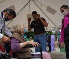 Personas mayores en Zapopan reciben aparatos funcionales del programa  Jalisco Te Reconoce